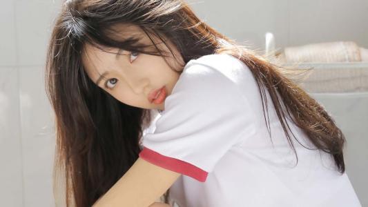 美少女湿发迷人写真