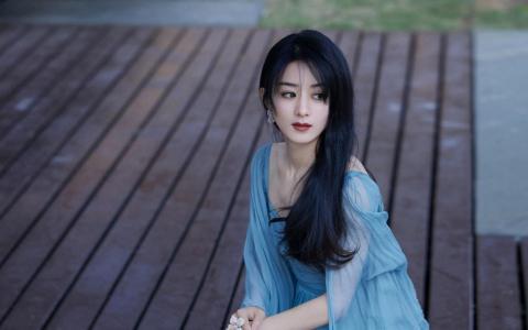 赵丽颖蓝色纱裙性感迷人