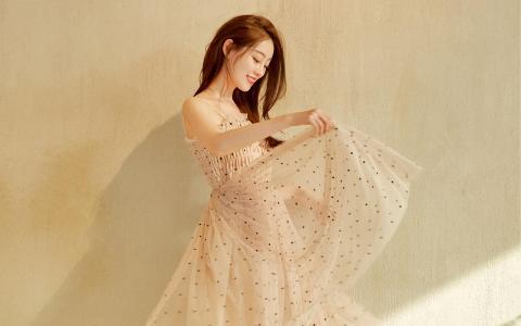 祝绪丹吊带纱裙迷人写真