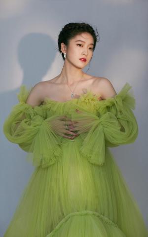 张雪迎甜美公主裙写真