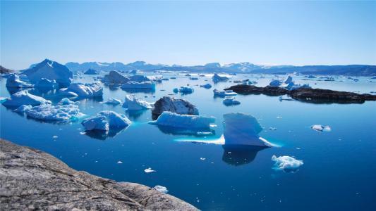 极寒下的冰川景色